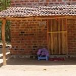 """Haus """"Klaus"""": Nach der Überschwemmung bekam die Familie ein neues Heim mit Spendengeldern an die Kinderhilfe Sri Lanka."""