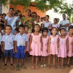 Die Kinder des Olombawa-Kindergartens in Sri Lanka bieten ein farbenprächtiges Bild. Die Kinderhilfe aus Neuhof hat bereits sieben Kindergärten errichtet. Foto: privat.